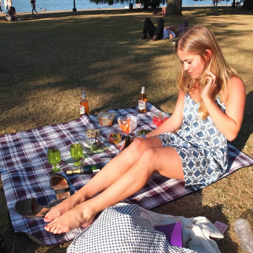 Picnicing in Hyde Park, London | Where's Mollie? A Travel and Adventure Lifestyle Blog