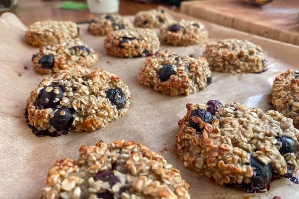 RECIPE: Healthy banana and blueberry oat bites